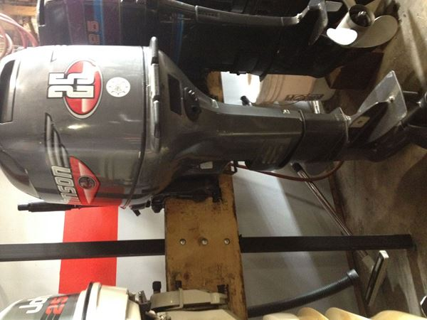 Picture of 1999 Johnson 25hp Outboard